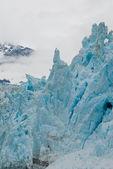 高耸的冰川形状 — 图库照片