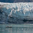 Tiny boat and glacier — Foto Stock