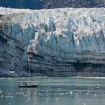 小小的船和冰川 — 图库照片