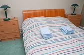 Intérieur de la chambre à coucher confortable — Photo
