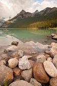 Paisaje del lago y la montaña — Foto de Stock