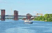 Budowy mostu i łodzi — Zdjęcie stockowe