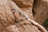 Rockclimber's hands of rising on rock — 图库照片