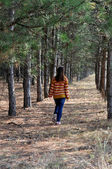 Girl walking in the forest — 图库照片