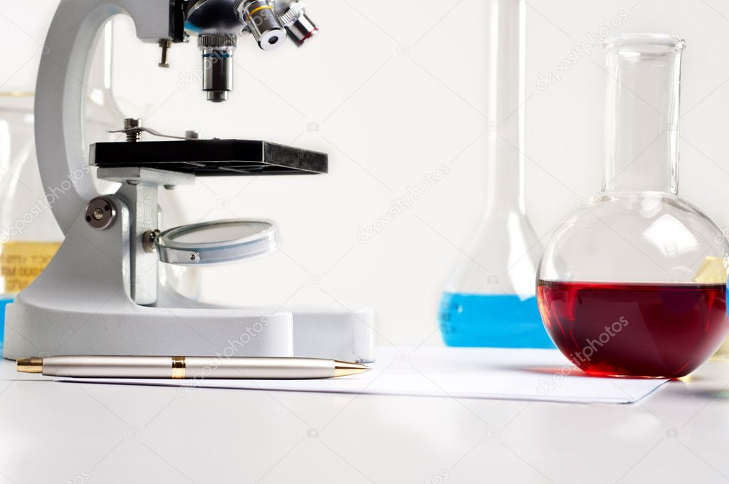Workplace employee lab,flasks with colored liquids, laboratory items — Foto Stock #6802654