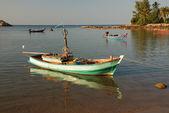 Coda barca sulla spiaggia — Foto Stock