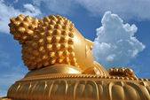 Big golden buddha — Stock Photo