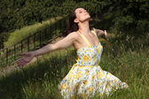 Woman soaking up summer sun in countryside — Stock Photo