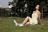 Summer time sun in city park for pretty woman — Stock Photo
