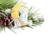 Ramo di pino e angelo — Foto Stock