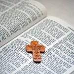 Cross on the Bible — Stock Photo #6790157