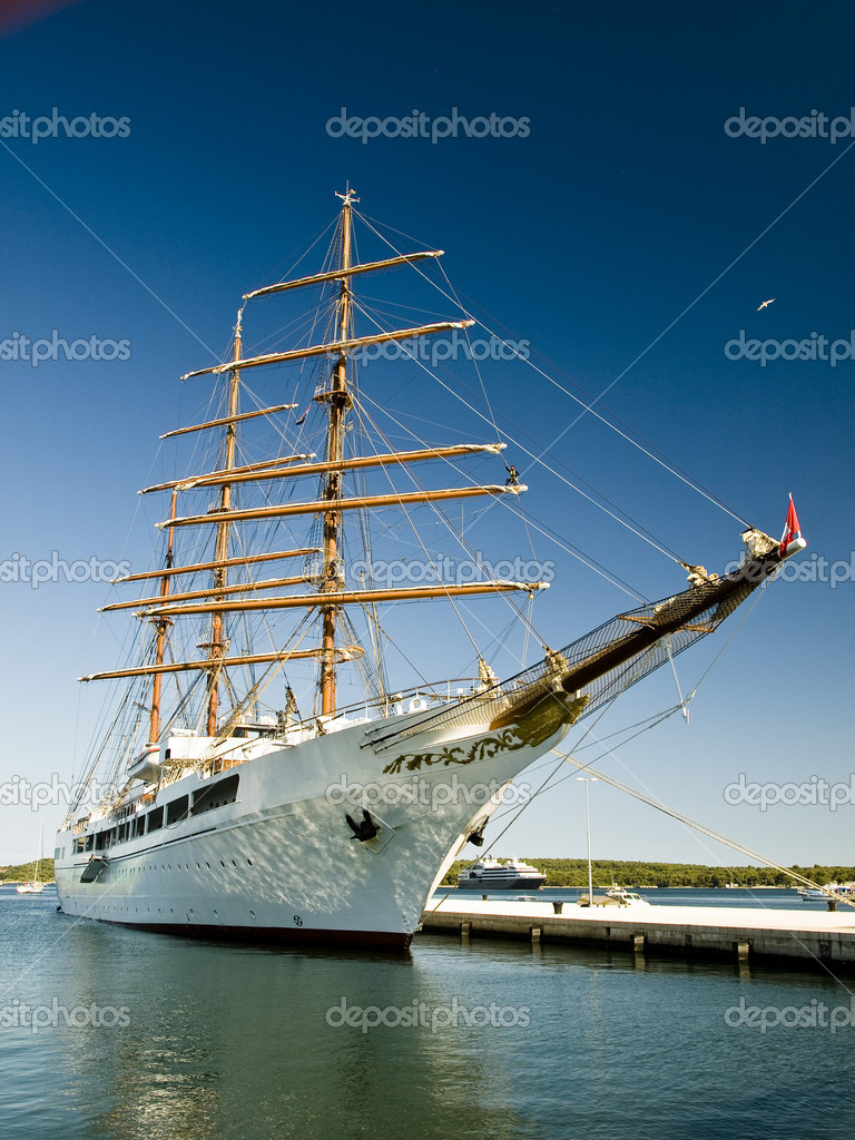 Sailing ship on the dock — Stock Photo #6967062
