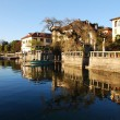 Foto Stock: Houses on the lake