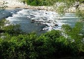 Fast flowing river — Foto Stock