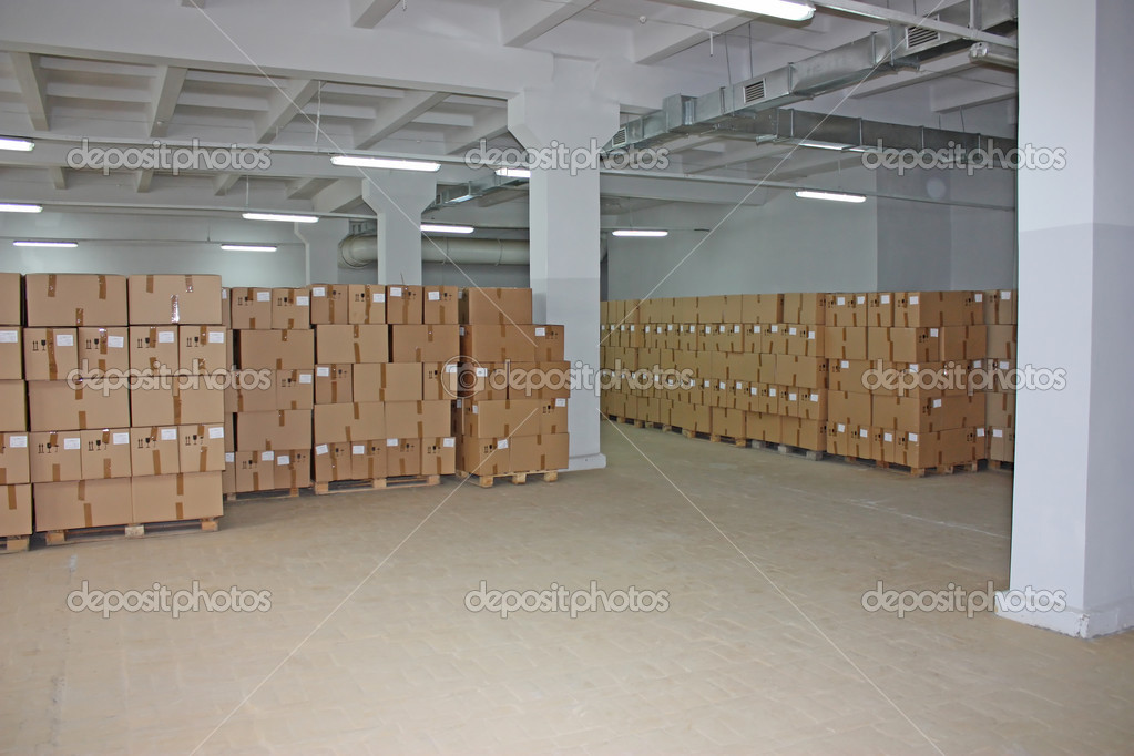 Set of brown cardboard boxes in warehouse, photo storage background — Stock Photo #7157508