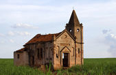 Ruins of an abandoned church — Stockfoto