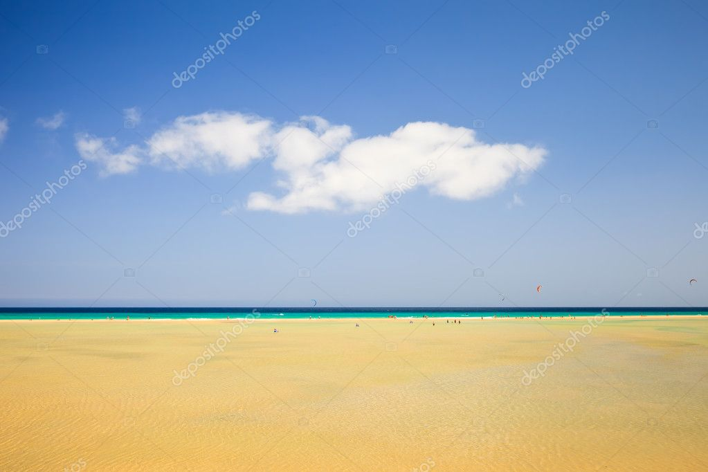 Beautiful ocean beach on Canary islands — Stock Photo #6838961