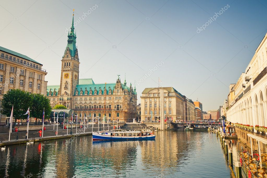 Hamburg townhall and Alster river — Stock Photo #7079287