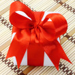 White box with red bow — Stockfoto