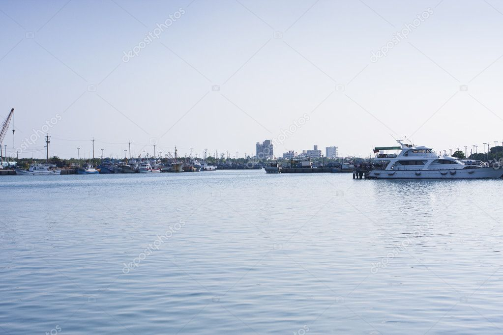 A view of Wushih seaport against blue sky in Taiwan — Stock Photo #6946744