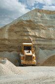Escavadeira em pedreira — Fotografia Stock
