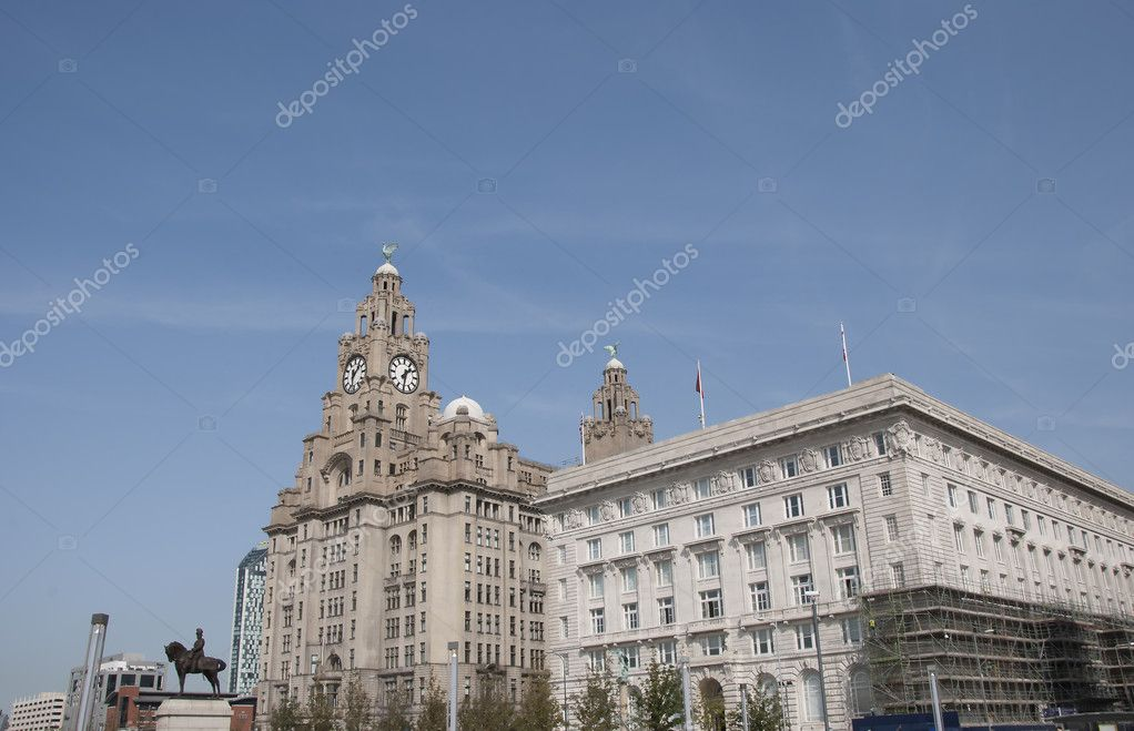 The Historic Liver Building and Canada House in Liverpool England — Stock Photo #6847257