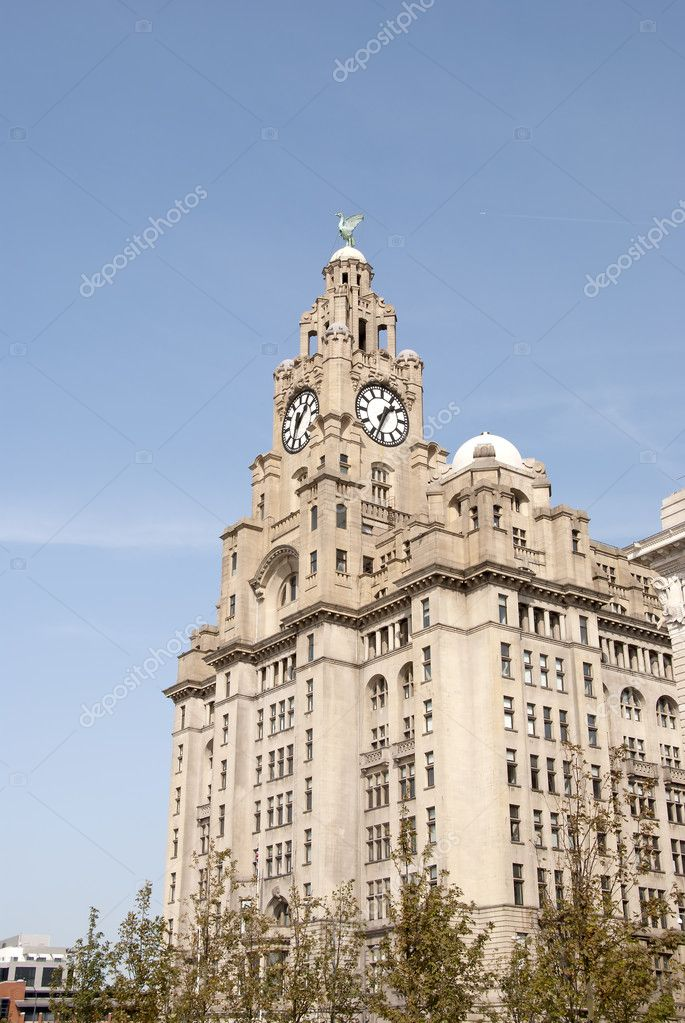 Liverpools Historic Liver Building and Clocktower under a blue sky — Stock Photo #6847326