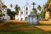 Une vieille église dans le style portugais dans la ville indienne de cochin — Photo