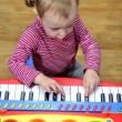 Little girl playing the piano - Stockfoto