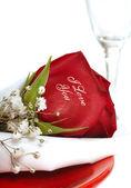 Красная роза, которая говорит я тебя люблю — Стоковое фото