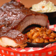 BBQ Ribs with beans and cole slaw — Zdjęcie stockowe
