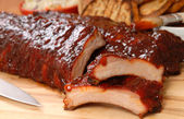 BBQ Ribs with toasted bread and cole slaw — Stock Photo