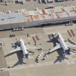 FedEx Airliners Unloading at Busy Airport — Stock Photo