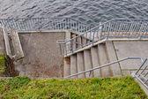 Streszczenie widok schody obok molo — Zdjęcie stockowe