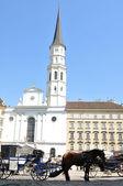 Iglesia de san miguel (michaelerkirche) en viena, austria — Foto de Stock
