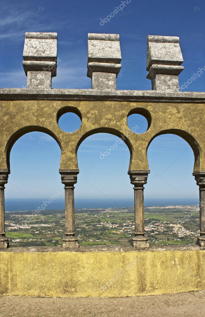 Arabian style arches of a terrace in the Pena palace in Sintra, Portugal — Stock Photo #6747498
