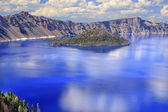 Crater Lake Reflection Wizard Island Clouds Blue Sky Oregon — Stock Photo