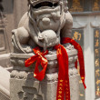 Stone Dragon Red Ribbons Jade Buddha Temple Jufo Si Shanghai Chi — Foto Stock