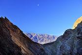 Gouden canyon moon death valley nationaal park Californië — Stockfoto