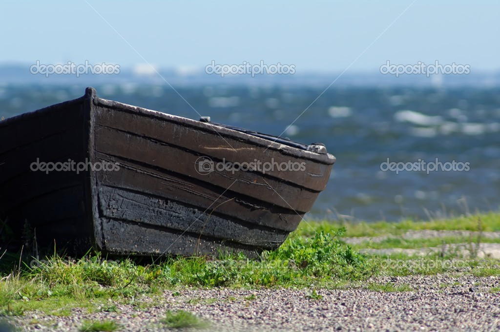 Black wooden boat on shore — Stock Photo #6752939