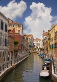 Idyllic canal view in Venice — Stock Photo