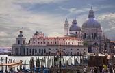 Famous Basilica di Santa Maria della Salute in Venice — Stock Photo
