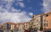 Complejo de edificios y gran canal de venecia — Foto de Stock