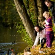 Young family in the autumn park — Stockfoto