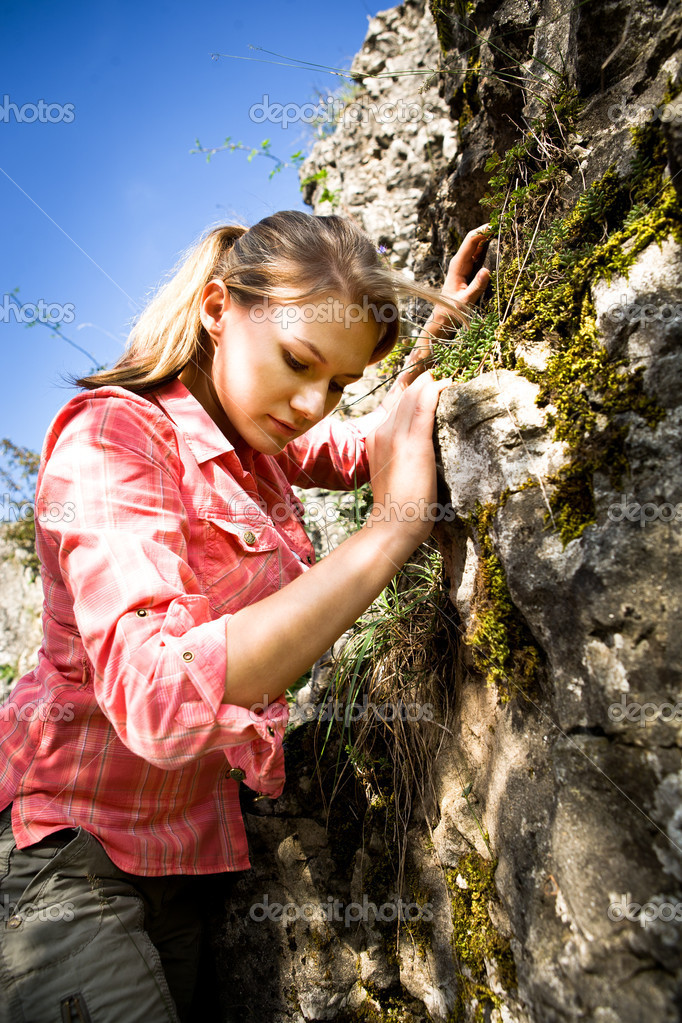 Young woman hiking in the mountains — Stock Photo #7144325