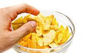 Hand grijpen chips — Stockfoto