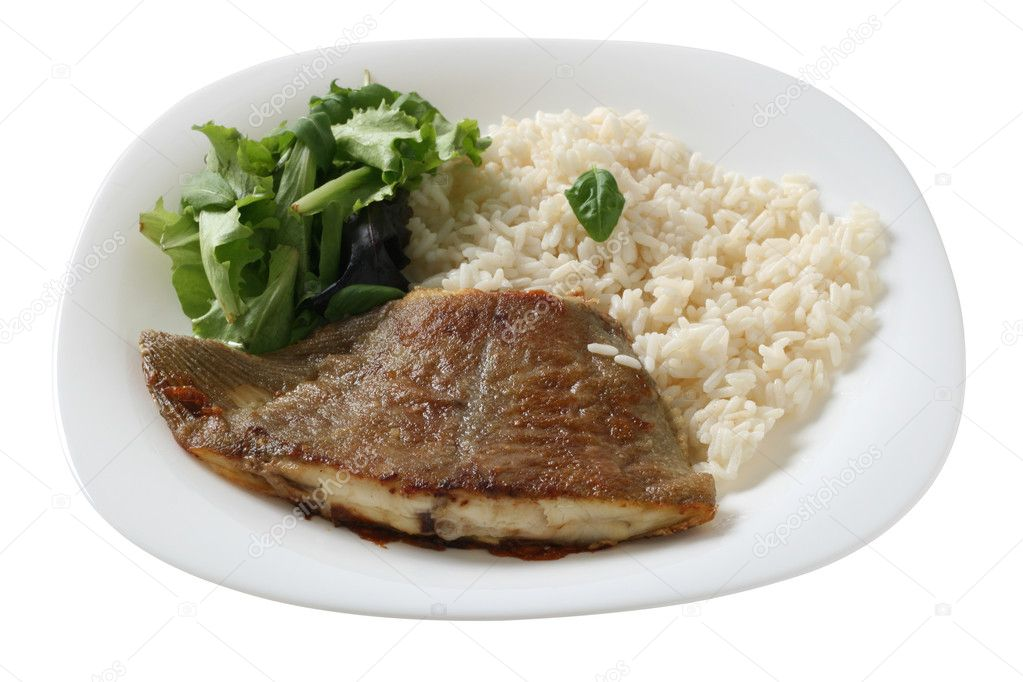 Fried flounder with boiled rice and lettuce — Stock Photo #6887645