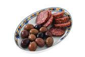 Skär korv med oliver — Stockfoto