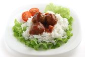 Meatballs with rice and lettuce — Stock Photo