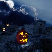Ruinas antiguas en la noche con las calabazas de halloween — Foto de Stock